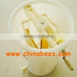 Plastic material 2 frame honey extractor from wuhan manufactory
