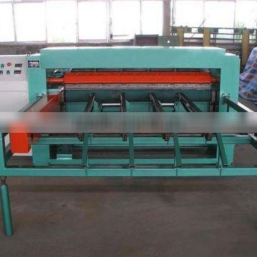 Automatic veneer peeling machine with high efficiency