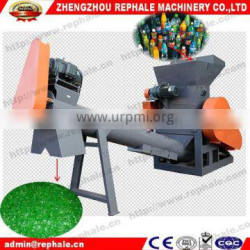 PET bottle crushing machine with compact structure